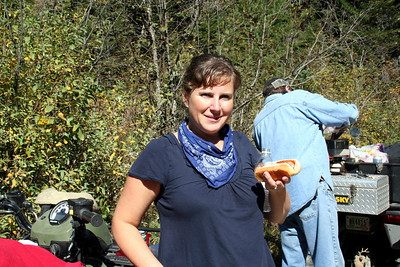 After we left the falls we stopped for lunch. Lorinda enjoying her hot dog.