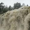 Mye nedbør i da sista gjer at fossane vert ekstra store...