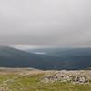Vi er over det mest ulendte fjellpartiet, og vi ser Svartådalen med Jølvatnet langt der nede. Dagens mål, Jøldalshytta, ligger der innsjøen starter.