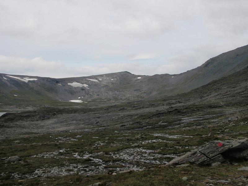 Stien videre fra Kamtjønnin og nordover mot Riarskaret.