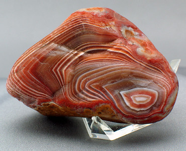 2oz Lake Superior Agate; 5.2cm x 3.4cm x2.5cm.  A fine little water polished agate with multiple fractures.