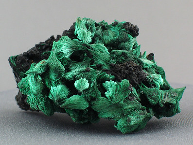 malachite; 4.2x 2.2 cm