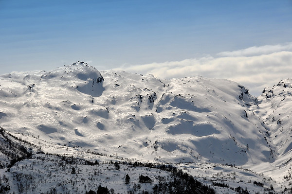 Ser innbydande ut, men skiføre er elendigt..Sveindalsnuten 27.mars 2010.