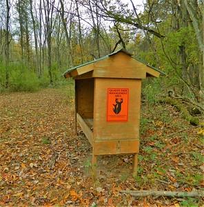 Deer feeding station