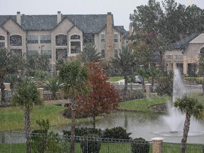 Yep, snow in Houston (12/4/09).