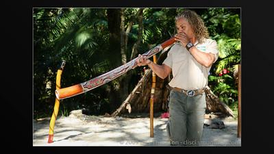 Graham from Currumbin Wildlife Sanctuary plays the Didgeridoo (slideshow with audio, ~1.5 mins.)