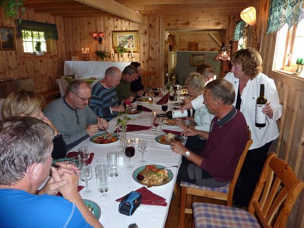 Ein fantastisk avslutning på turen med nydeleg heimalaga mat og god drikka! Ein stor takk til vertskapet i Botn..!