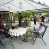 Framme på fyrste garden...Botn Gjestgiveri...Her sto da kalde øl og varm badestamp og venta på oss..