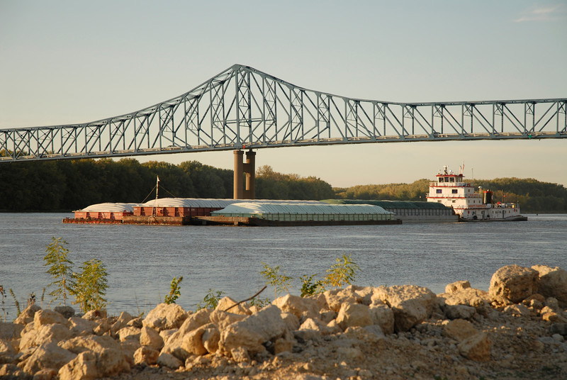 H2I070D Sabula Bridge and Mississippi River, Savanna, IL