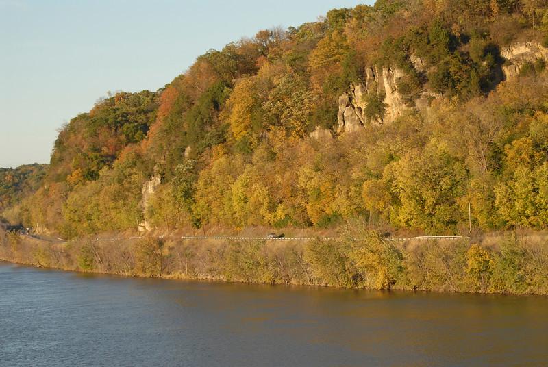H2I073D Bluffs along the Mississippi River, Savanna, IL