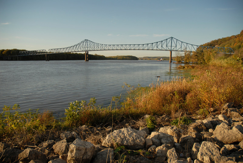 H2I069D Sabula Bridge and Mississippi River, Savanna, IL