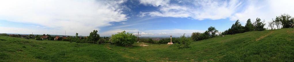 Szada view with the Cross and Trianon Memorial at Margita — Szada látképe a kereszttel és a Trianon-emlékművel a Margitáról