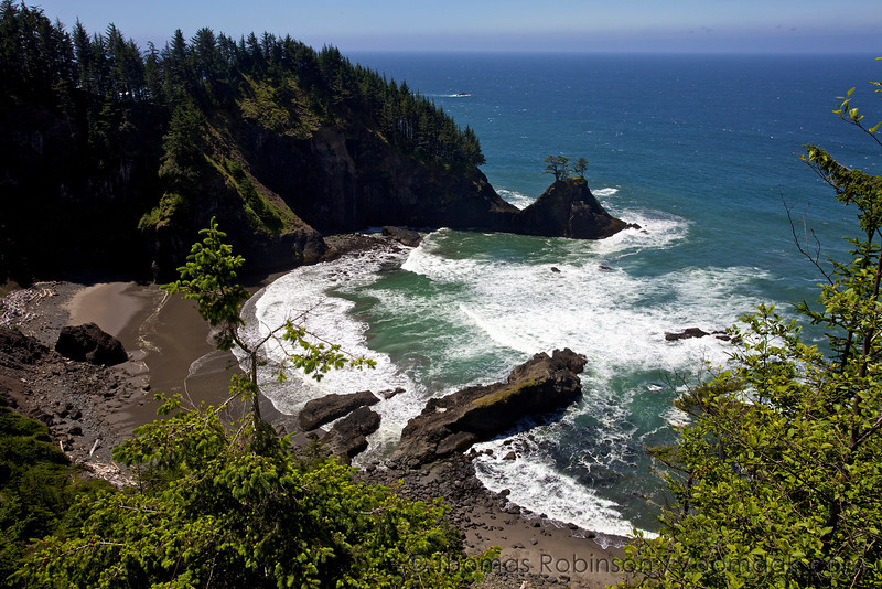 A epic viewpoint looks over the Oregon Coast at Boardman State Park.