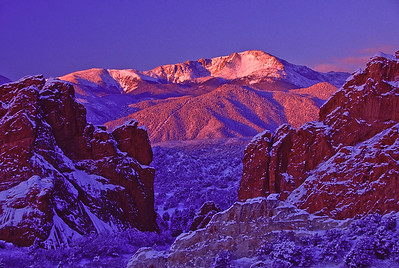 Pikes Peak framed by gateway rocks at Garden of the Gods, Colorado Springs, CO.