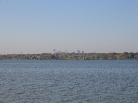 Looking across the lake toward faraway downtown Dallas (157_5771)