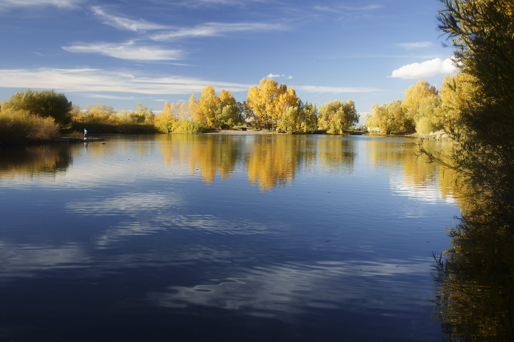 Bozeman Pond in autumn.  Bozeman, MT<br /> <br /> © Kirk Sagers