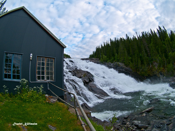 The house of the old power plant by the lower falls