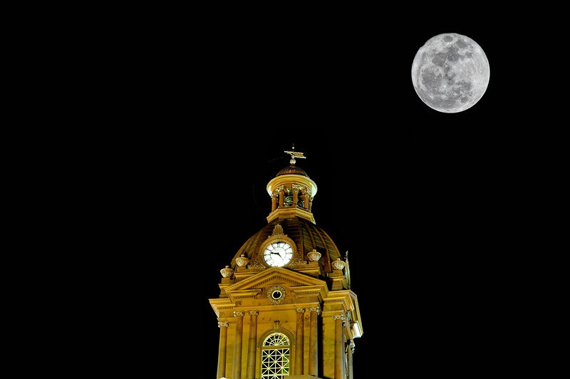 Super Moon over Newnan Courthouse