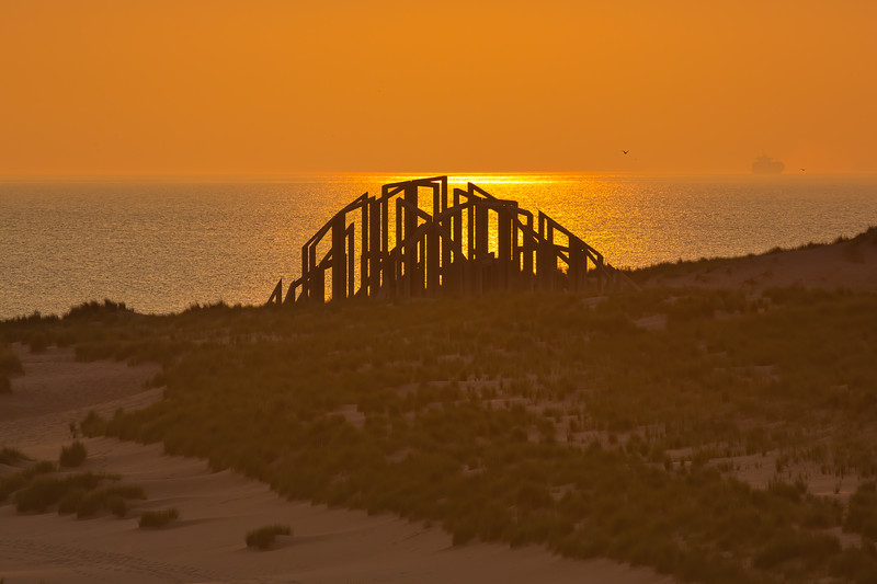 "Sunset over the artwork ""Zandwacht"" on the beach of Maasvlakte II"