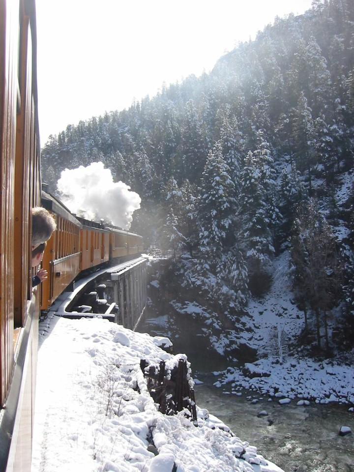23-TrainOnlookers