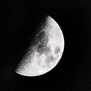 Half Moon Dec 21 2020 Winter Solstice  Copyright 2020 Steve Leimberg UnSeenImages Com _DSC9140