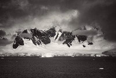 Mountain Range Antarctica  B&W Copyright 2020 Steve Leimberg UnSeenImages Com _DSF6219
