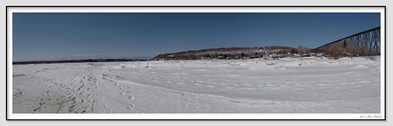 Le fleuve St-Laurent au printemps
