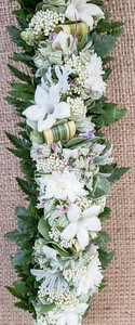 Stephanotis, dusty miller, pride-of-India, shrimp plant, leatherleaf, and pōhinahina