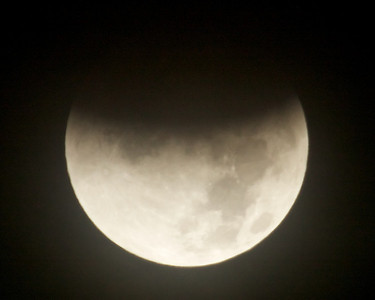 Eclispse of 10 December 2011.  A cloudy morning. Eclipse starting.
