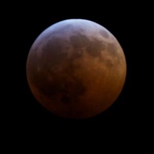 Lunar eclipse of 20 December 2010 at 23:42: Very dark now.
