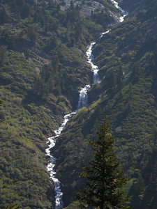 Telephoto shot of Crystal Creek falls, which had quite-visible spray garlands.