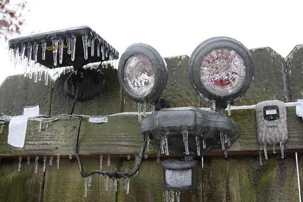 Frozen solar powered light