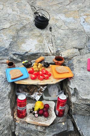 Då var det berre og nyta eit betre måltid og ein fin dag til fjells...