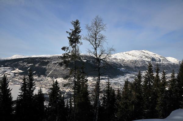 Vossevangen med Lønahorgi, sett frå Songvesåsen..
