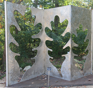 """Oak Leaf Triptych"" - the garden can be divided into rooms and the triptych can be a functional room divider"