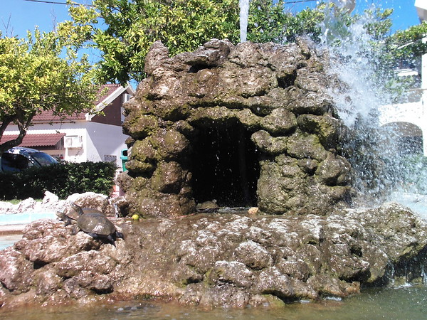 Cave Fountain Close
