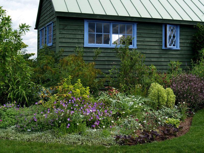 Cottage with garden