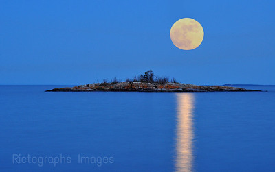Moon and Lake Superior, Casques Isles Trail, Near Terrace Bay, Ontario, Canada