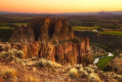 Smith Rock during sunset, Oregon, USA