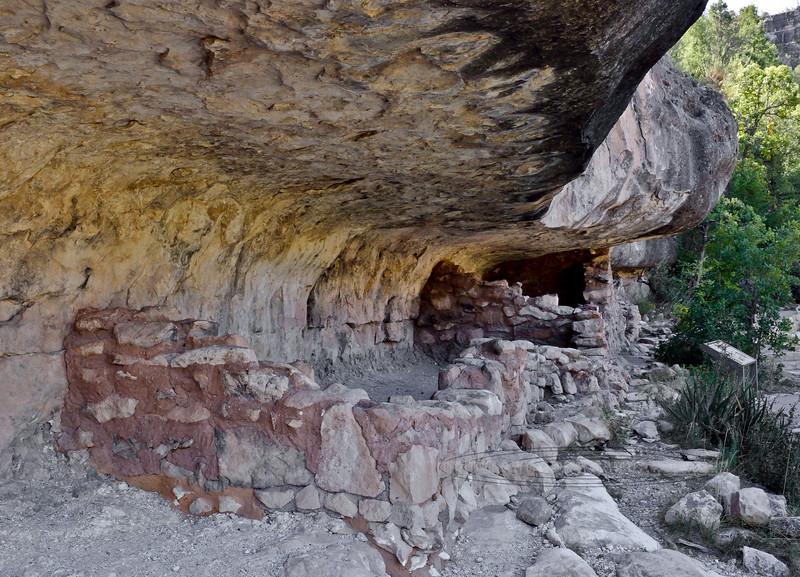 2019.10.2#275.3. An Anasazi cliff dwelling in Walnut Canyon Nat. Monument Arizona.