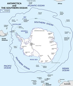 By Hogweard - Antarctic-Convergence-Map.TIF,