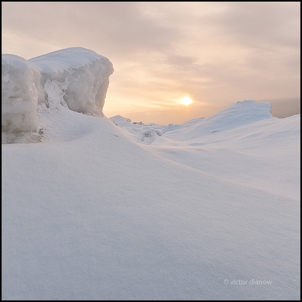 <h3>Lake Erie. Niagara Region, Ontario.</h3> <h5>Canon 40D, Sigma 10-20 at 10mm,<br> B+W 106 ND, 1/30s @ f/16.0.</h5>