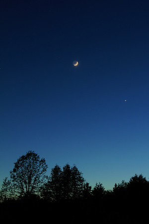 The moon and Venus with Canon T2i camera and 24 - 105mm lens
