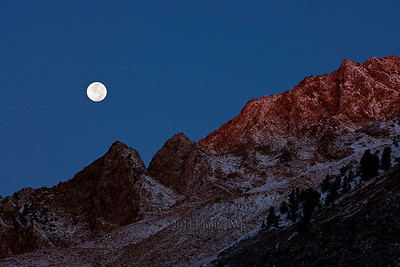 Full Moon over Mountains   Eastern Sierra, California 20091005_Sierra_038