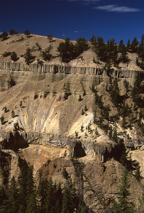 Looking at the Specimen Ridge side of the Yellowstone Canyon.