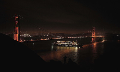 The QM2 leaving SF