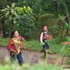Nicaraguan kids heading to school - Finca Esperanza Verde