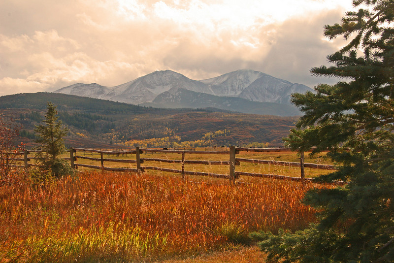 Fall colors highlight Mt Sopris