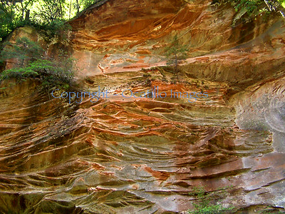 M patterns river wall