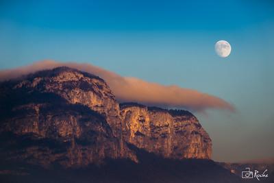 Lever de lune sur le Mont Peney